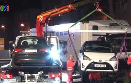 Xe tải lao vào ô tô đang dừng đỗ ở Đức, nhiều người bị thương