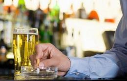 Những người thường xuyên hút thuốc và uống rượu có khả năng bị ung thư cao gấp 30 lần