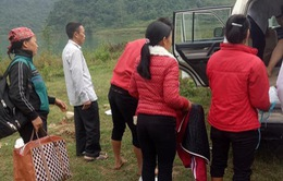 Hỗ trợ cấp cứu sản phụ 16 tuổi đi đẻ bằng thuyền