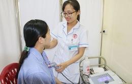 Điều trị cương sữa, tắc sữa cho sản phụ sau sinh bằng y học cổ truyền