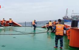 Cảnh sát biển Nghệ An cứu tàu cá và 9 ngư dân gặp nạn trên biển
