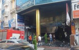 Hà Nội: Dập tắt đám cháy ở cửa hàng phân phối gạch lát trên phố An Trạch