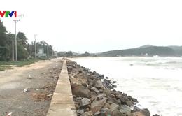 Nguy cơ thiệt hại nặng nề các tuyến đê kè ở Quảng Ngãi do bão số 6