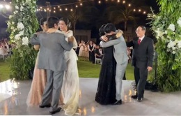 Khoảnh khắc Đông Nhi, Ông Cao Thắng vừa khiêu vũ cùng bố mẹ, vừa khóc nức nở