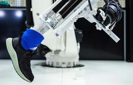 Adidas đóng cửa 2 nhà máy sản xuất bằng robot