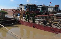 Bến Tre bắt 14 tàu hút cát trái phép