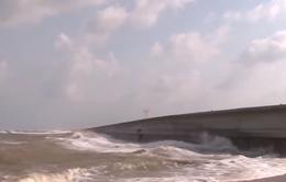 Phú Yên: Kè biển bị ảnh hưởng bởi triều cường