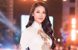 Hoa hậu Phương Khánh diện áo dài nền nã dự khai mạc Lễ hội Dừa Bến Tre 2019