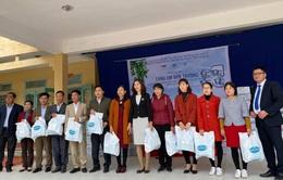 Quỹ Tấm lòng Việt trao quà tri ân ngày nhà giáo Việt Nam
