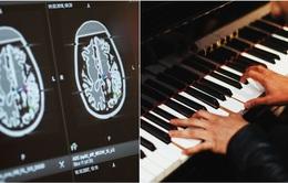 Bệnh nhân chơi piano trong lúc được mổ não