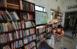 Vợ chồng thầy giáo chắt chiu từng đồng thành lập thư viện cho học sinh