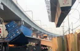 Lộ nhiều tình tiết bất ngờ sau vụ container làm sập cầu vượt bộ hành ở TP.HCM