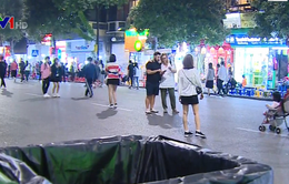 Hà Nội ghi hình người xả rác ở phố đi bộ hồ Hoàn Kiếm để xử phạt