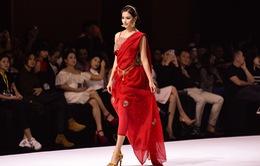 Hoa hậu Phương Khánh gợi cảm làm vedette tại Asian Kids Fashion Week 2020