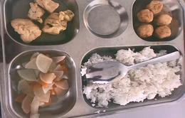 Nhiều phụ huynh phản ánh suất cơm bán trú không đảm bảo dinh dưỡng