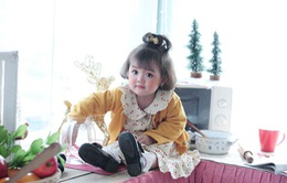 """Cô bé 2 tuổi """"gây bão"""" làng thời trang nhí Việt Nam"""
