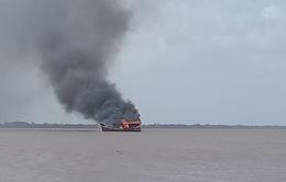 Cháy 3 tàu cá đang neo đậu, thiệt hại hơn 12 tỷ đồng