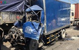 Tai nạn liên hoàn trên tuyến Xa lộ Hà Nội, phụ xe tử vong trong cabin