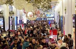 Không khí mua sắm ngày Black Friday trên thế giới