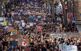 Hàng chục nghìn người xuống đường tuần hành vì khí hậu