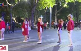 Những vũ điệu sôi động trên phố đi bộ hồ Gươm