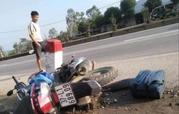 Đâm vào cột mốc bên quốc lộ, người phụ nữ đi xe máy tử vong tại chỗ