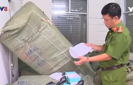 Công an Đà Nẵng bắt đối tượng vận chuyển hàng hóa không rõ nguồn gốc
