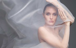 Chụp hình khỏa thân ở tuổi 44, Angelina Jolie vẫn đẹp mê hồn