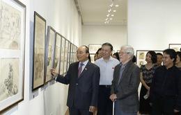 Thủ tướng Nguyễn Xuân Phúc đến thăm triển lãm của NSND Ngô Mạnh Lân