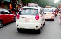 Bấm số ngẫu nhiên, nhiều xe taxi, xe môi trường có biển siêu đẹp