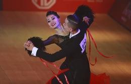 Hút mắt với những bộ cánh sặc sỡ của VĐV Dance Sport tại SEA Games 30