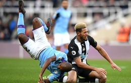 Newcastle 2-2 Man City: Cầm vàng lại để vàng rơi...