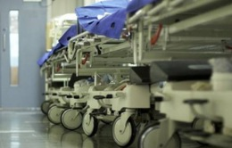 Anh: Hàng nghìn bệnh nhân tử vong do phải chờ giường bệnh