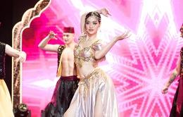 Á hậu Kiều Loan trình diễn như ca sĩ thực thụ trên sân khấu Dubai