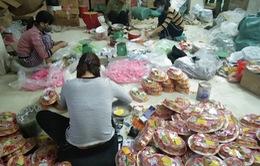 Hà Nội: Thu giữ hàng nghìn hộp bánh và mứt Tết tại La Phù