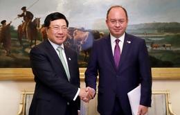 Phó Thủ tướng Phạm Bình Minh tiếp xúc song phương trong khuôn khổ dự FMM 14