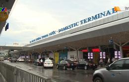 Sân bay Tân Sơn Nhất lắp thêm màn hình lớn song ngữ Việt - Anh