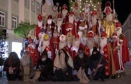 Lễ diễu hành ông già Noel nhằm lan tỏa không khí Giáng sinh