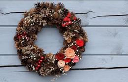 Hướng dẫn cách làm vòng nguyệt quế treo cửa đơn giản đón Giáng sinh