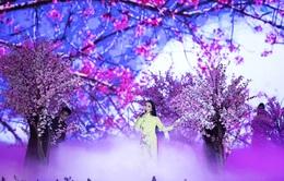 """Vừa xuất viện, Cẩm Ly """"đội rét"""" đi diễn Festival Hoa Đà Lạt 2019"""