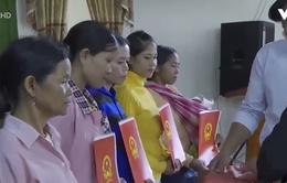 Trao quốc tịch Việt Nam cho công dân Lào