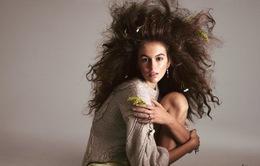 Kaia Gerber biến đổi như tắc kè trên Vogue
