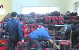 """Bắt số lượng lớn túi giữ nhiệt giả nhãn mác """"Made in Vietnam"""""""