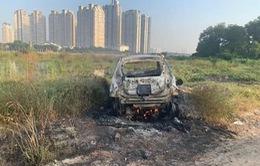 Tập trung truy xét nghi can giết người, đốt xe ở TP.HCM