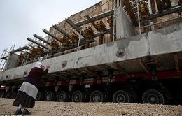 Di chuyển nhà thờ cổ nặng 1.700 tấn bằng xe tải 256 bánh