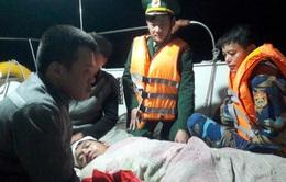 Cấp cứu thuyền viên bị nạn trên biển