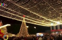 Thế giới rộn rã chào đón Giáng sinh