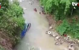 Tăng số nạn nhân trong vụ xe bus lao xuống vực ở Indonesia