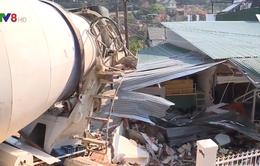Đà Lạt: Xe chở bê tông tông đổ nhà dân