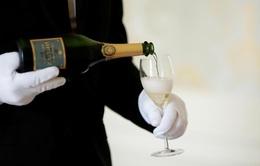 Người tiêu dùng Mỹ lo ngại rượu vang Pháp tăng giá